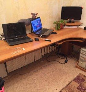 Компьютерный стол с тумбочкой + полка настенная