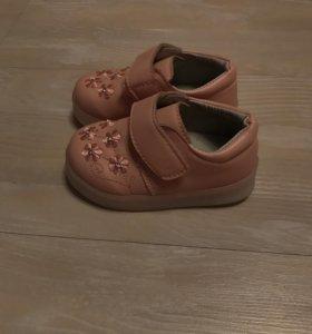 Новые детские ботиночки с огоньками