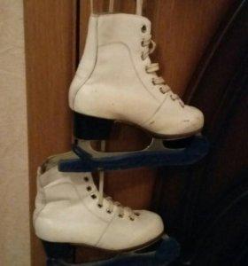 Коньки на ботинках для девочки 7 лет с чехлами