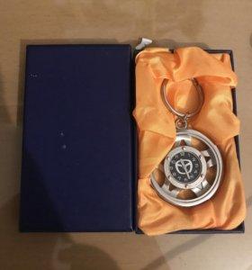 Брелок-часы мазда