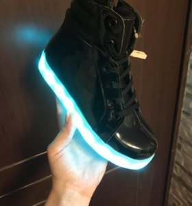 Кроссовки со светодиодами новые