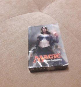 Колода Magic The Gathering и значок.