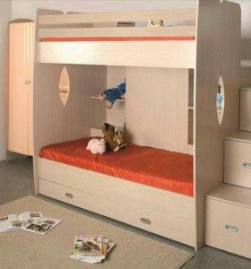 Двухярусная кровать-чердак