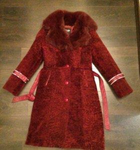Бордовое мутоновое пальто