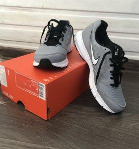 Новые Кроссовки Nike downshifter 6 размер 9 USA 42