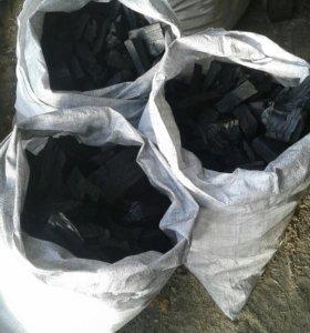 Уголь древесный берёзовый в мешках по 10 кг.