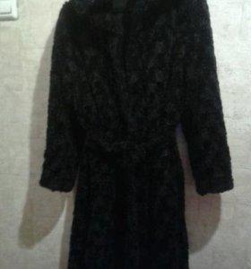 Пальто меховое с капюшоном