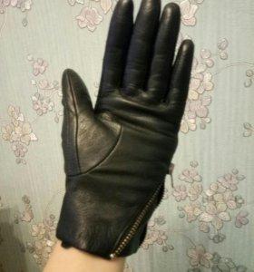 Зимние кожаные перчатки