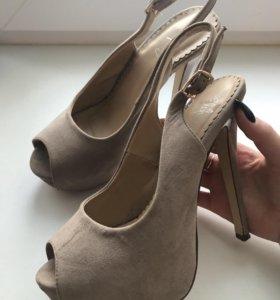 Туфли на высоком каблуке с платформой