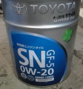 14 литров моторного масла TOYOTA