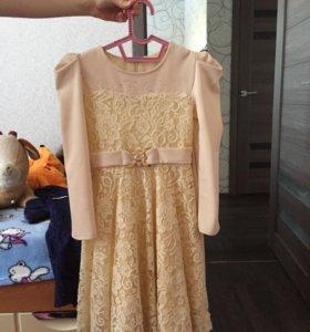 Платье для девочки,на 7-8 лет.