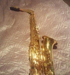 Музыкальный инструмент. Саксофон