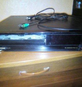 Видеомагнитофон на видеокассетах.
