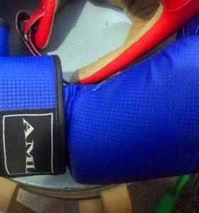 Перчатки для бокса , шлем бойцовский