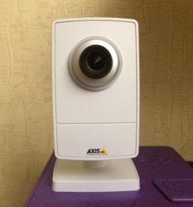 Профессиональная видеокамера axis M1013