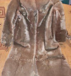 Шуба мутоновая с песцовым воротником