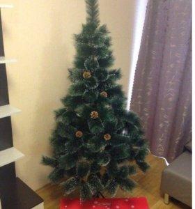 Новогодняя красивая елка с подарком
