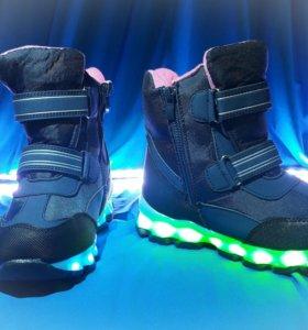 Светящиеся кроссовки (сапоги)