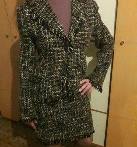 Костюм: пиджак, юбка.