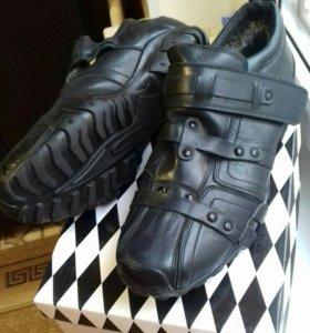 Новые кожанные зимние кроссовки
