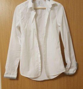 Белая мужская рубашка.