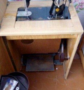 Срочно Продам ножную швейную машинку