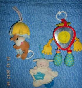 Развивающие игрушки-подвески.