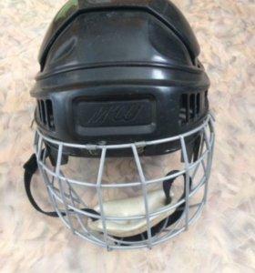 Хоккейный шлем