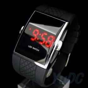 Мужские цифровые спортивные часы.