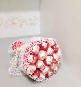 Букеты из конфет рафаэлло