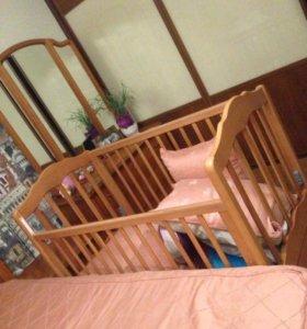 Кроватка и комод пеленальный