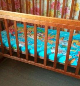 Кроватка детская ,с матрацом .