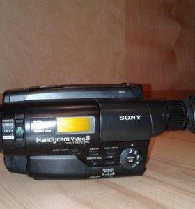 Продам видеокамеру кассетную Sony