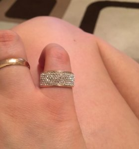 Золотое кольцо 585 пробы. Кристаллы Swarovski.