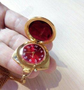 Позолоченные часы кулон Заря, винтаж 70хх годов