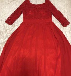 Шикарное красное платье в пол