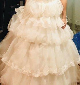 Свадебное платье новое.