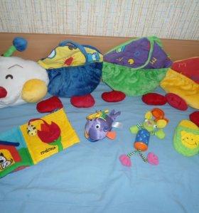 Гусеничка на детскую кроватку и игрушки