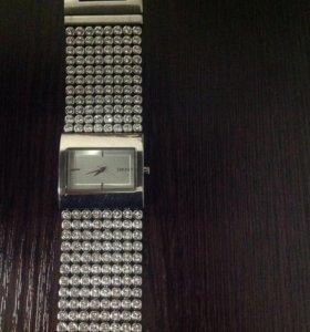 Продаю оригинальные женские часы DKNY NY 4661