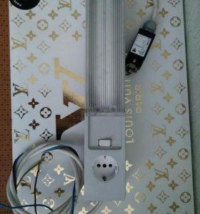 Лампа с розеткой на магнитной липучке.
