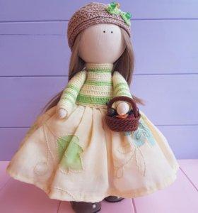 Кукла ручной работы с корзинкой