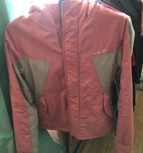 Куртка новая Reebok