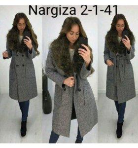 Пальто зимнее с мехом.Новое