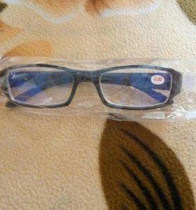 Новые очки для зрения с антибликовым покрытием.