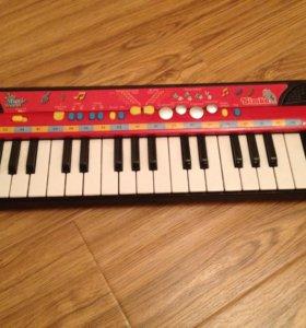 Музыкальная игрушка Simba Синтезатор