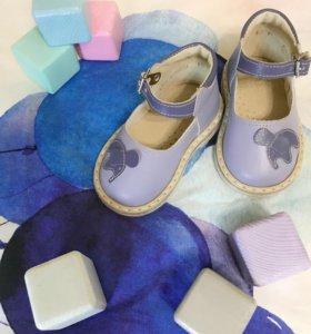 Сандалии - обувь на первые шаги