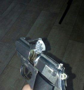 Игрушечный пистолет на пистонах