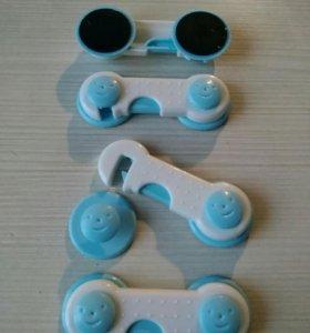 Крючки, для защиты от детей.
