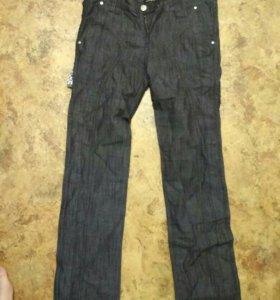 Брюки-джинсы.