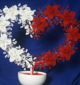 Изделия из бисера.:цветы.ёлочки и игрушки